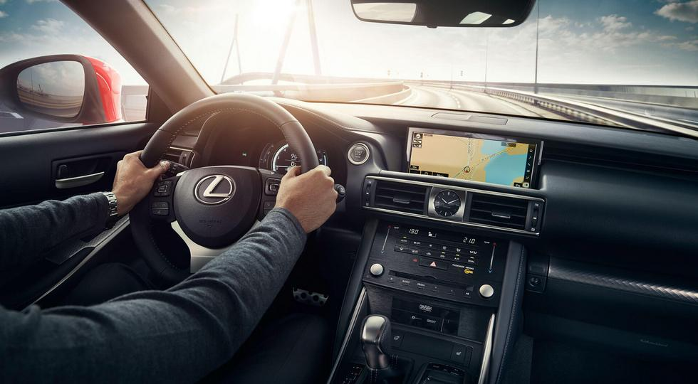 Lexus вернул в Россию обновленный спорт-седан Lexus IS 300
