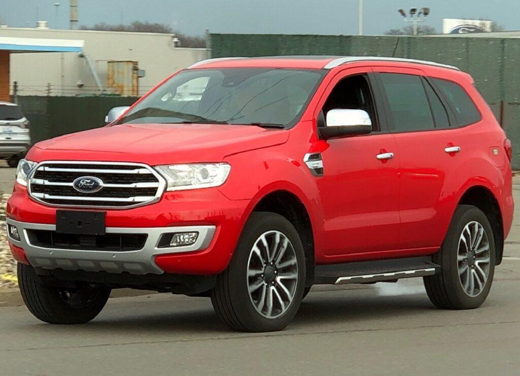Ford вывела на тесты обновленный внедорожник Ford Everest