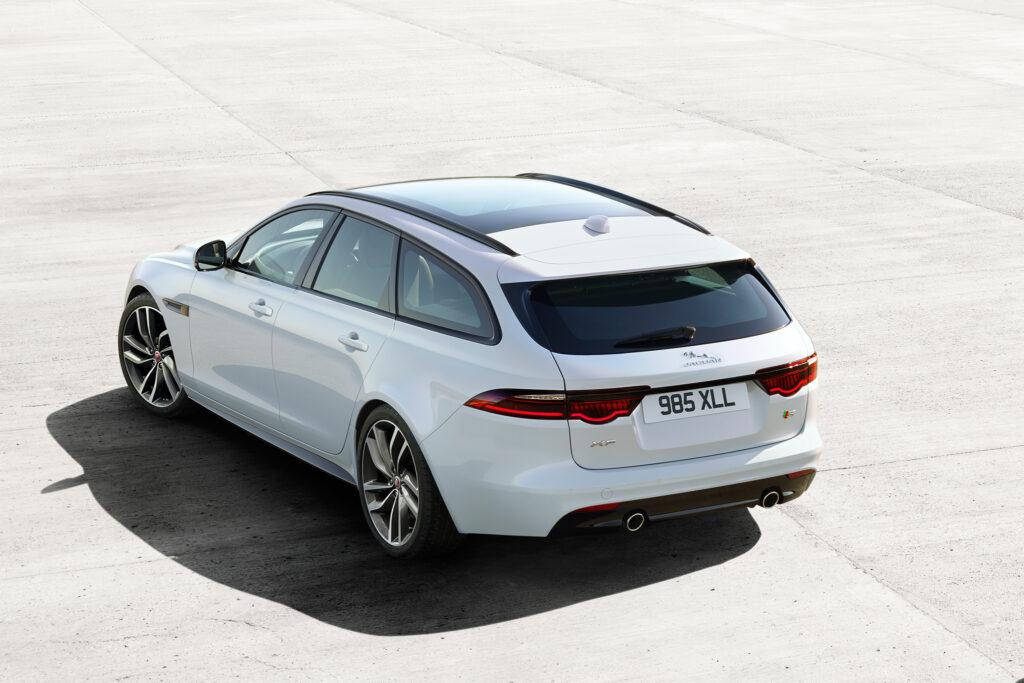 Новый Jaguar XF Sportbrake показал высокие результаты во время дорожных испытаний