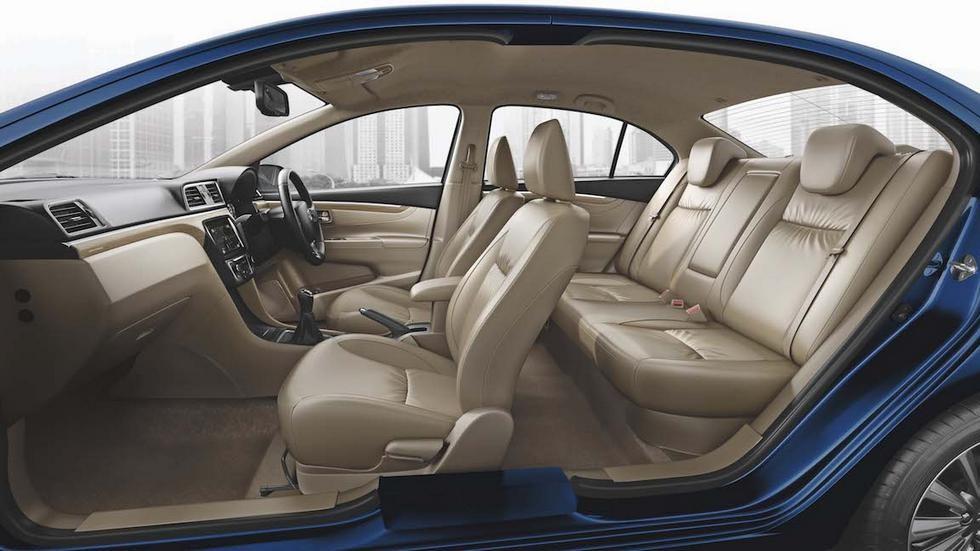 Седан Suzuki Ciaz получил обновление и новый бензиновый мотор