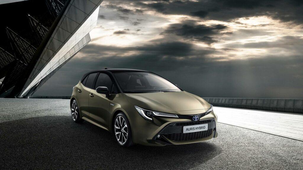 Новый хэтчбек Toyota Auris представили на автосалоне в Женеве