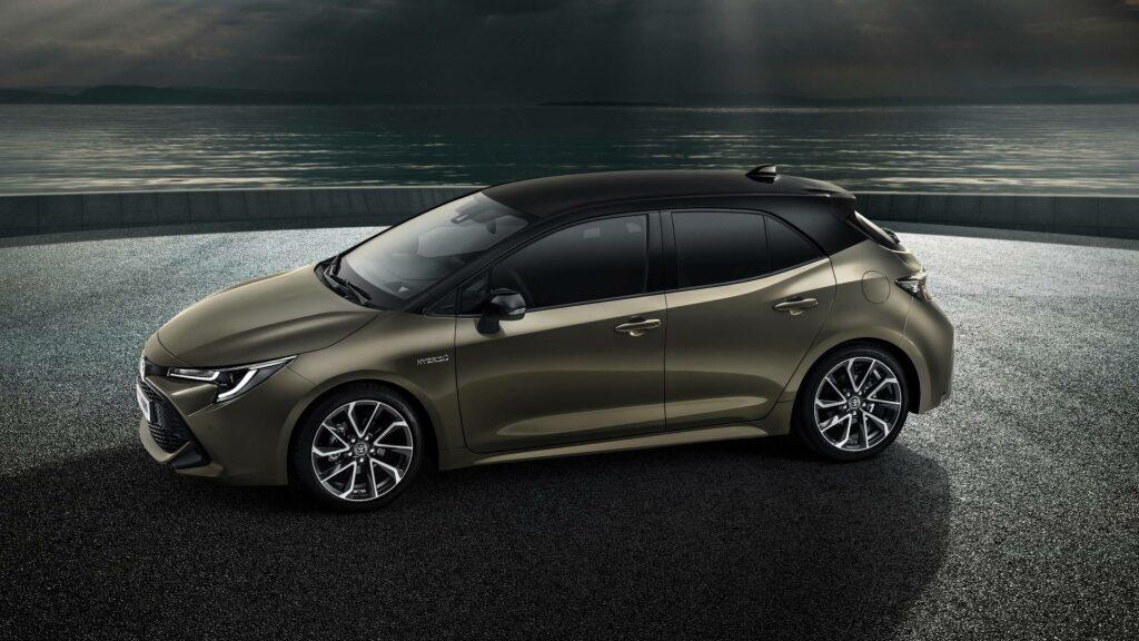 Два гибрида навыбор— Новая Toyota Auris