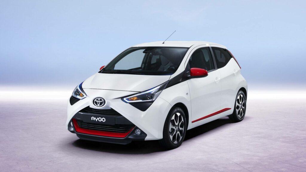 Новый маленький хэтчбек Toyota Aygo представлен официально