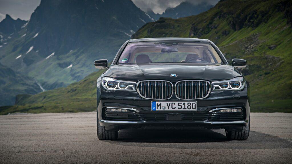 Новый седан BMW 745e iPerformance получит новую гибридную установку