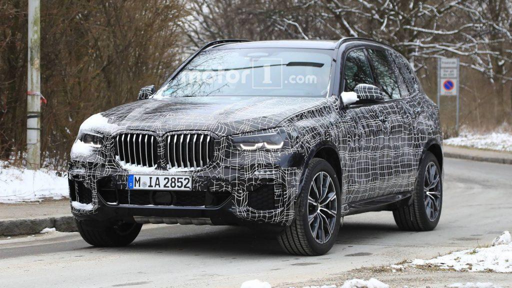 Появились шпионские снимки обновленного кроссовера BMW X5