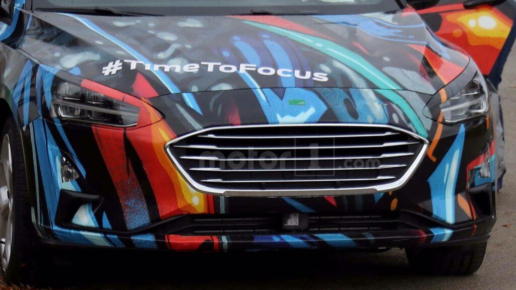Новое поколение хэтчбек Ford Focus тестируют в необычном камуфляже