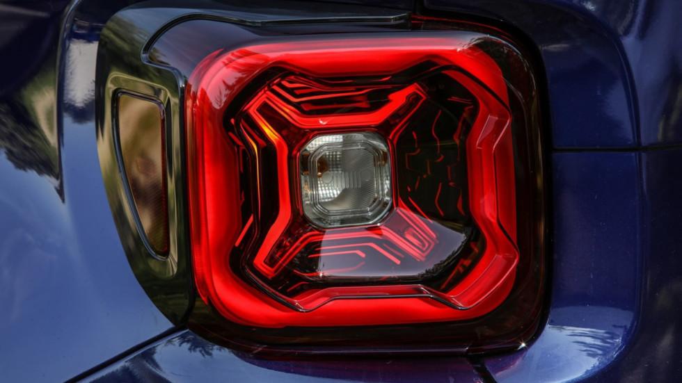 Jeep на тизере показала обновленный внедорожник Jeep Renegade
