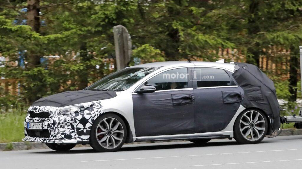 Новую Kia Ceed GT 2019 заметили во время тестовых испытаний