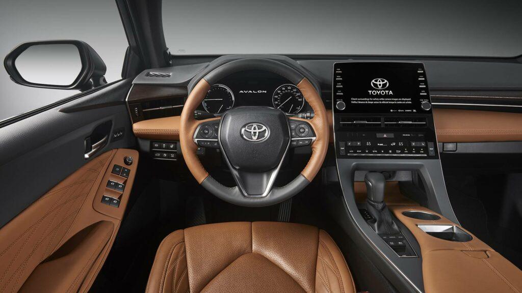 Toyota представила седан Toyota Avalon нового поколения