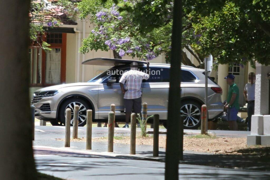 Опубликованы «живые» фото Volkswagen Touareg 2018 без камуфляжа