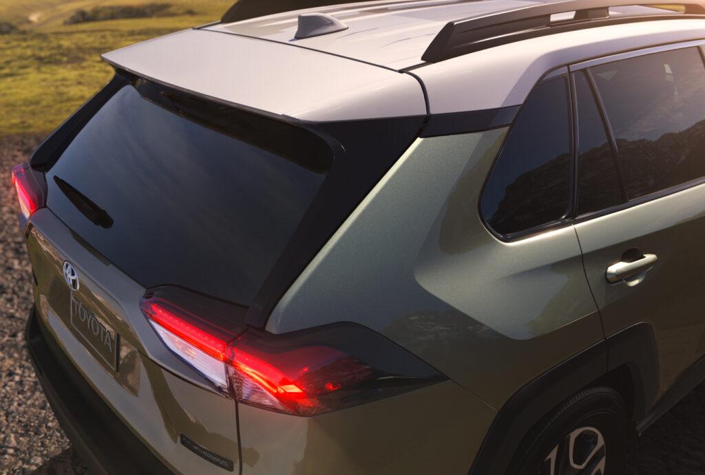 """Toyota рассекретила новое поколение кроссовера """"RAV4"""""""