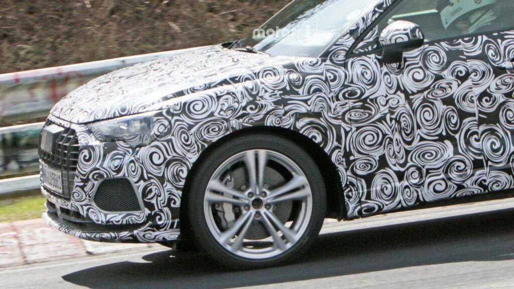 """""""Заряженный"""" кроссовер Audi SQ3 нового поколения заметили на тестах"""