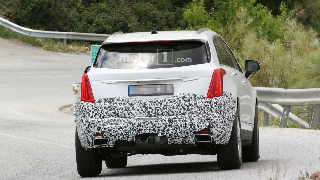 Обновленный кроссовер Cadillac XT5 заметили на тестах