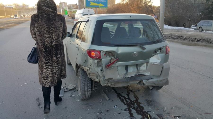 Новосибирск: пассажирка «Мазды» повредила шею в ДТП с «Тойотой»