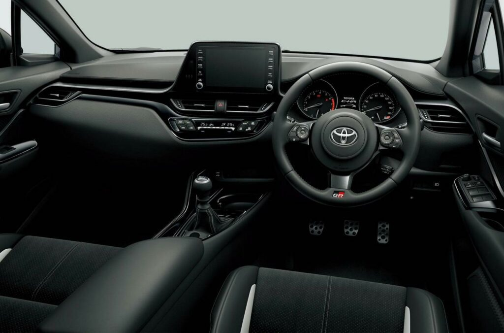 Представлен спортивный кроссовер Toyota C-HR GR Sport