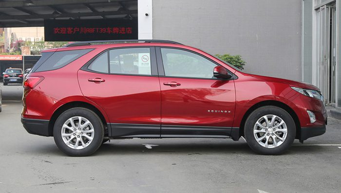 Обновленный кроссовер Chevrolet Equinox 2019 приехал к дилерам