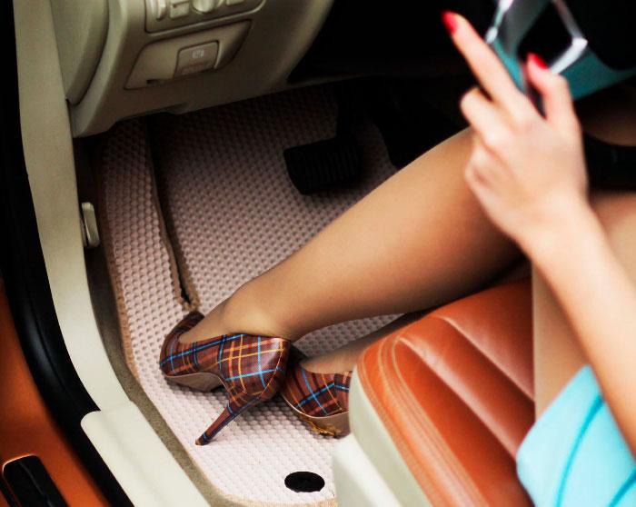 Как правильно выбрать коврик в свой автомобиль?