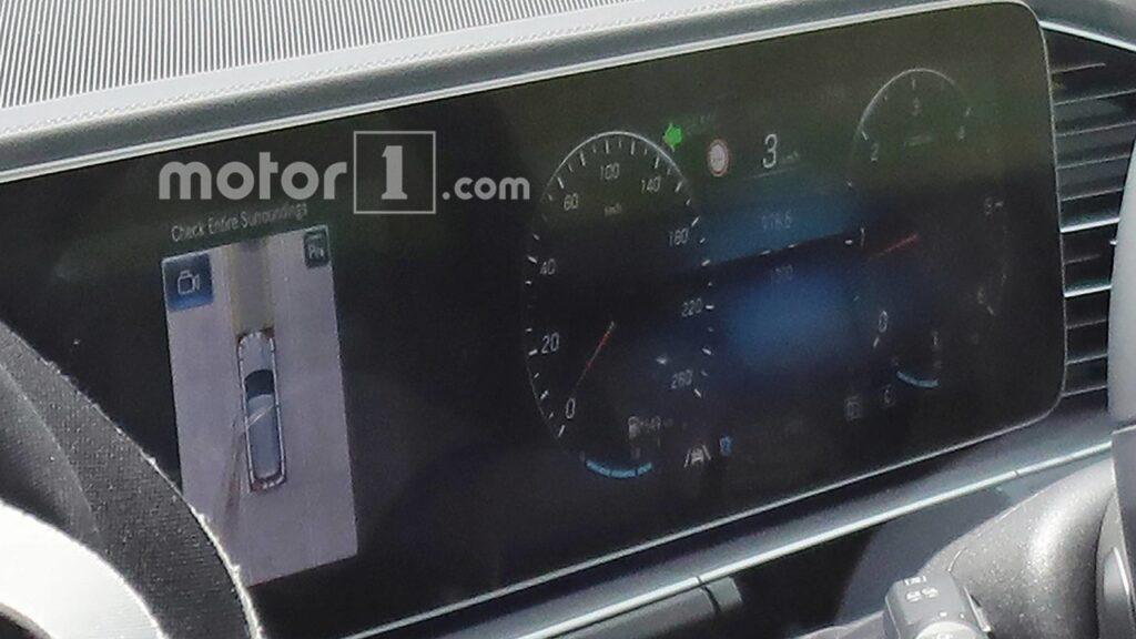 """Новый Mercedes-Benz GLE 2019: первые """"живые"""" фотографии салона"""