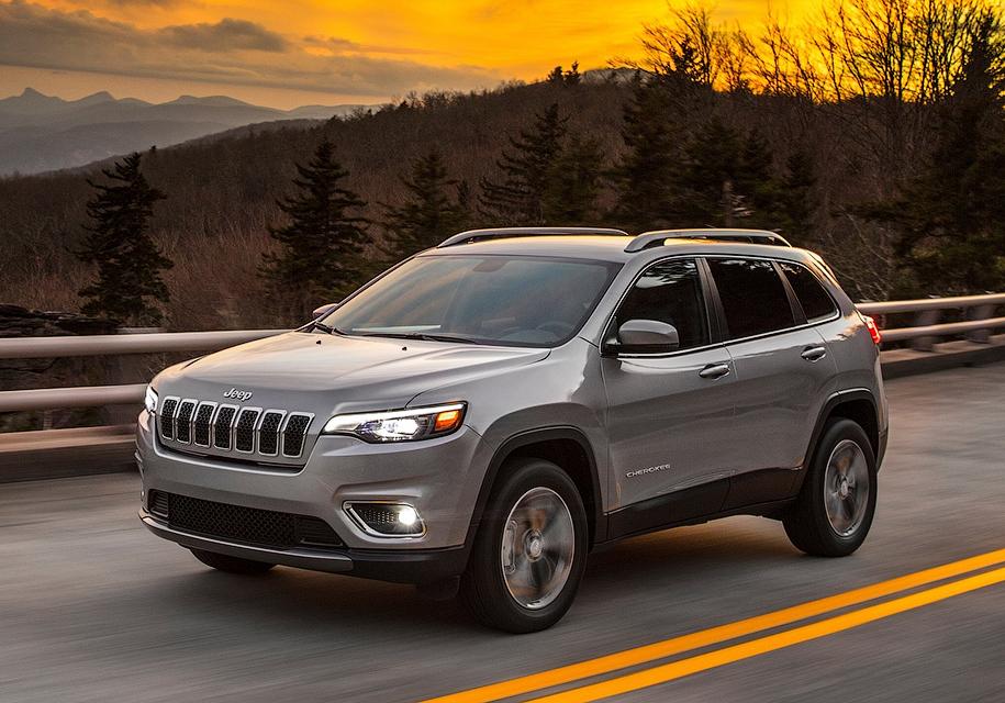 Jeep в январе 2018 года представит обновленную версию Cherokee