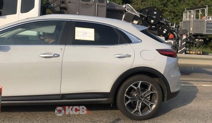 Внедорожную Kia XCeed без камуфляжа заметили на тестах