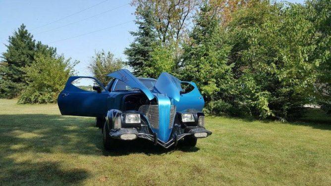 Уникальную самодельную машину из 17 разных автомобилей продают в США