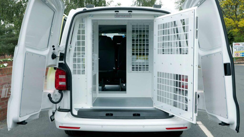 Volkswagen выпустил новые фургоны для полицейских