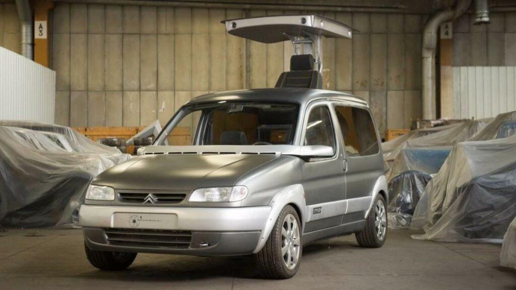 Citroen устроила аукцион и продала 65 редких ретро автомобилей