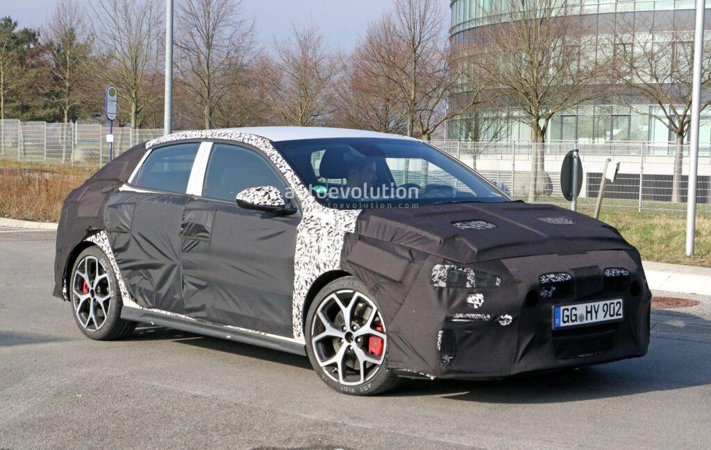 «Заряженный» фастбек Hyundai i30 замечен на тестах