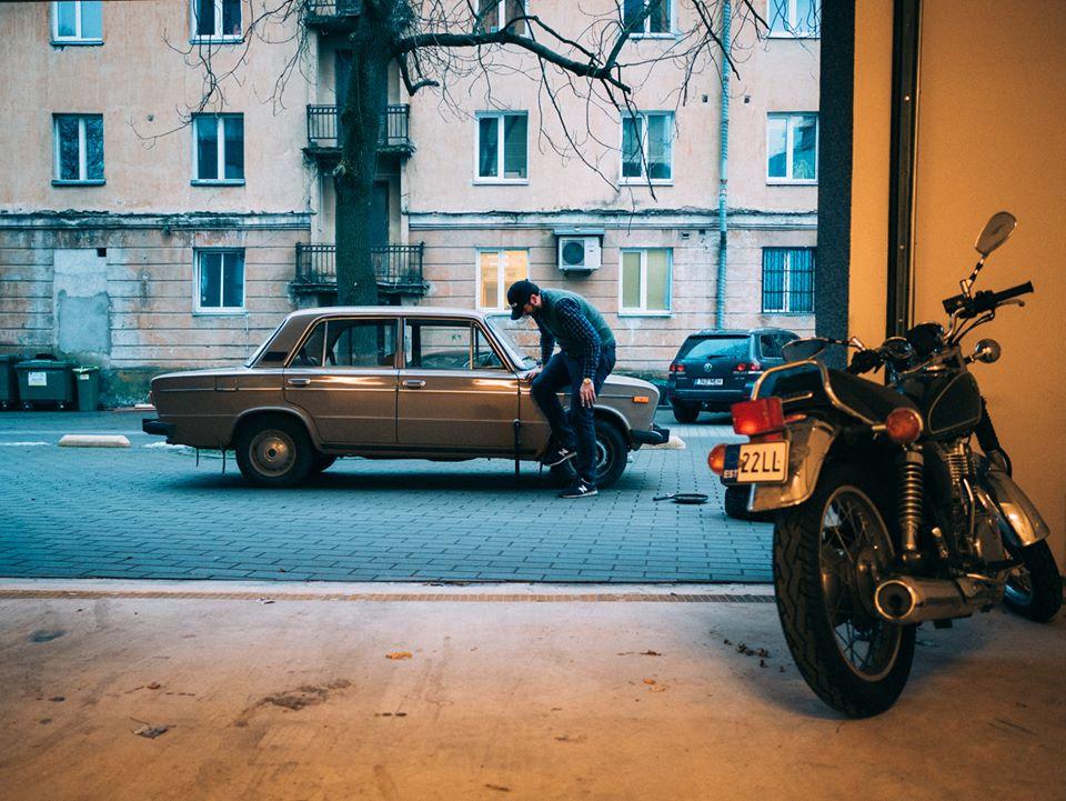 Американский дипломат отметил свое 30-летие покупкой старых ВАЗ-2106