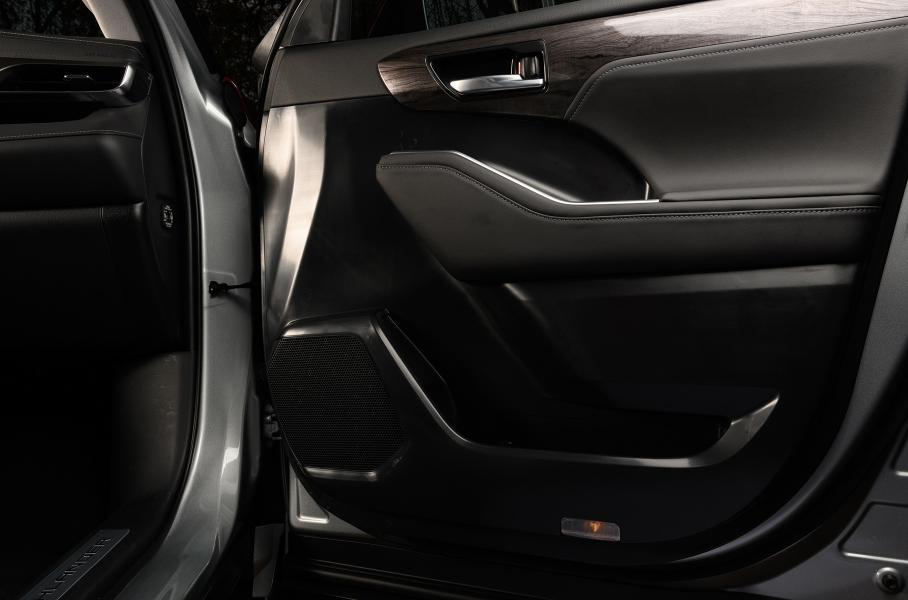 В России новый Toyota Highlander появится летом