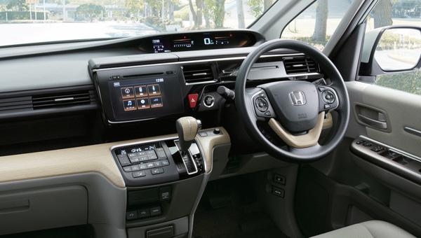 Хонда представила обновлённый вэн Step WGN