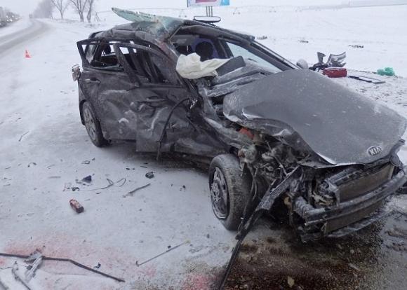 Кубань: женщина устроила лобовое ДТП на заснеженной трассе и погибла