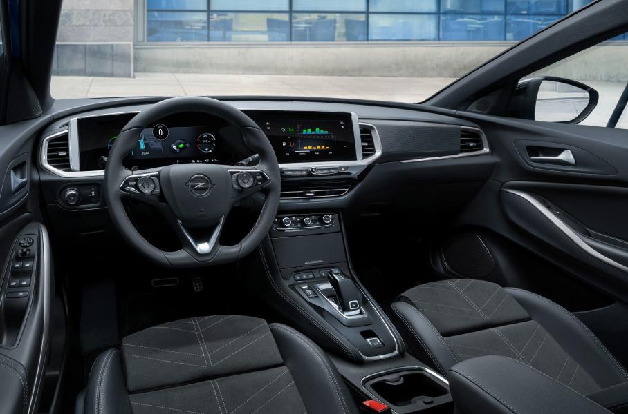 Opel презентовала обновлённый кроссовер Opel Grandland