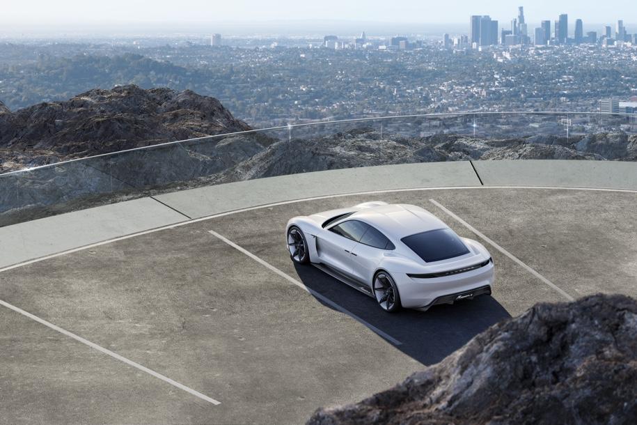 Электрический Porsche Mission E получит три мотора и полный привод