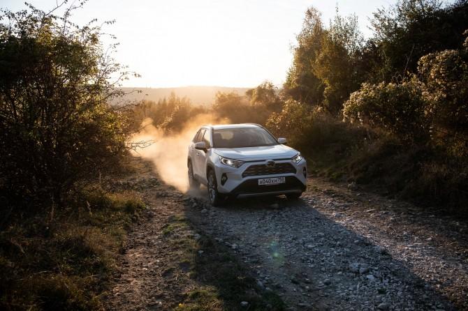 В России начались продажи Toyota RAV4 нового поколения