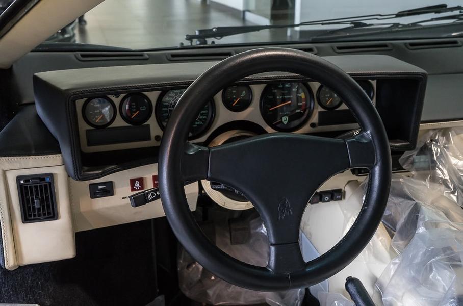 Lamborghini Countach почти без пробега оценили в 45 млн рублей