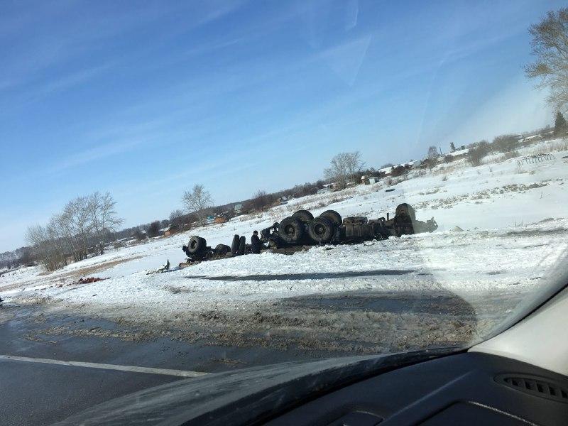 Смертельное лобовое ДТП с КамАЗом в Новосибирской области, погибла женщина