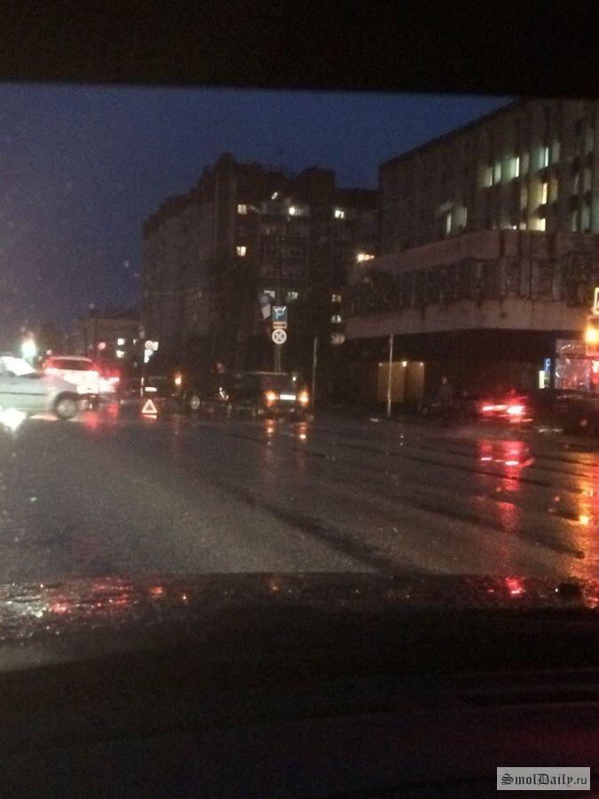 ДТП внедорожника и «Лады» перекрыло выезд из Смоленска