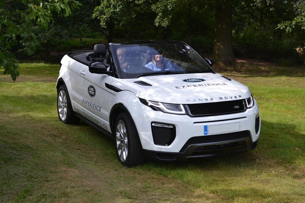 Обновленный тип кроссовера Range Rover Evoque представят осенью 2018-ого