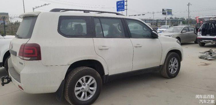 Озвучены цены на бюджетный аналог внедорожника Toyota Land Cruiser 200