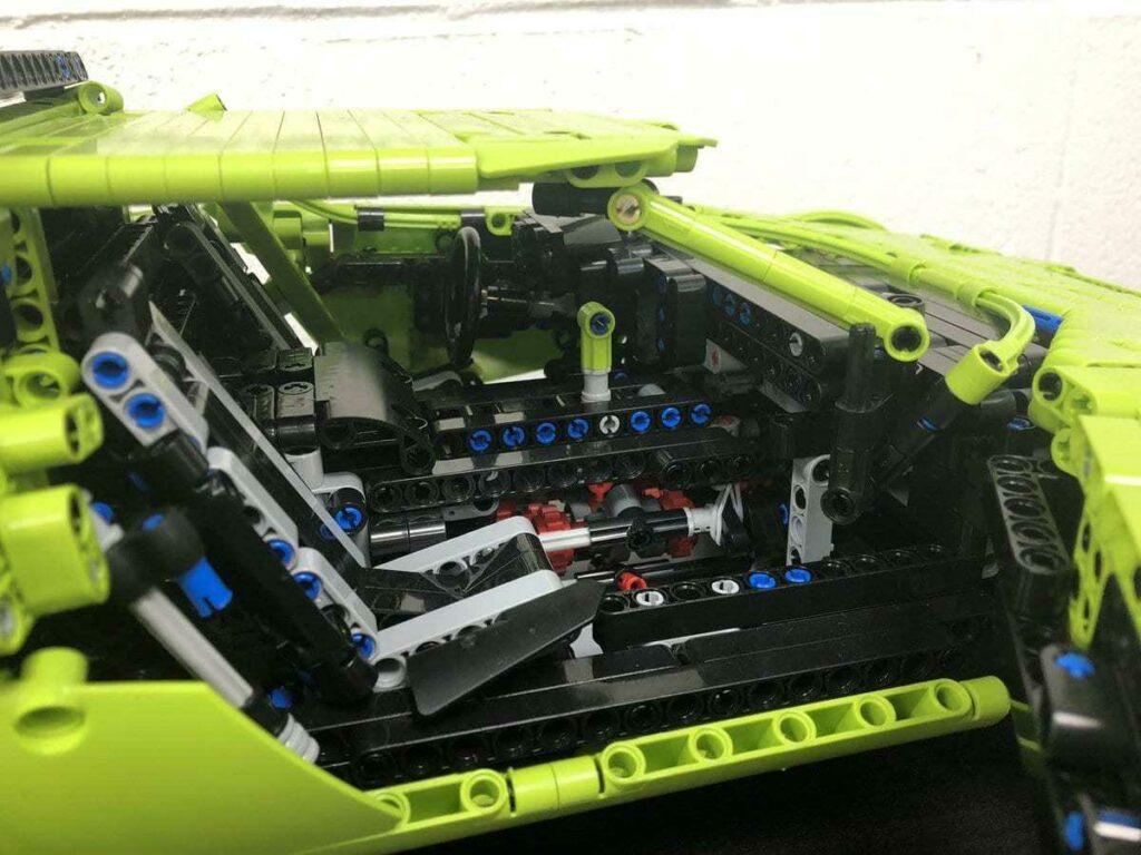 Британец из Lego-конструктора Porsche 911 GT3 RS собрал Lancia Stratos
