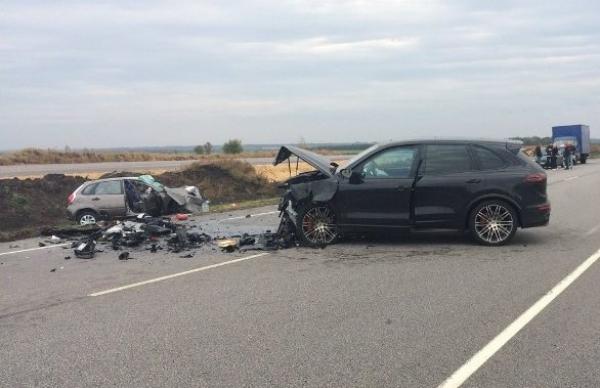 Два человека погибли в лобовом ДТП двух иномарок на воронежской трассе