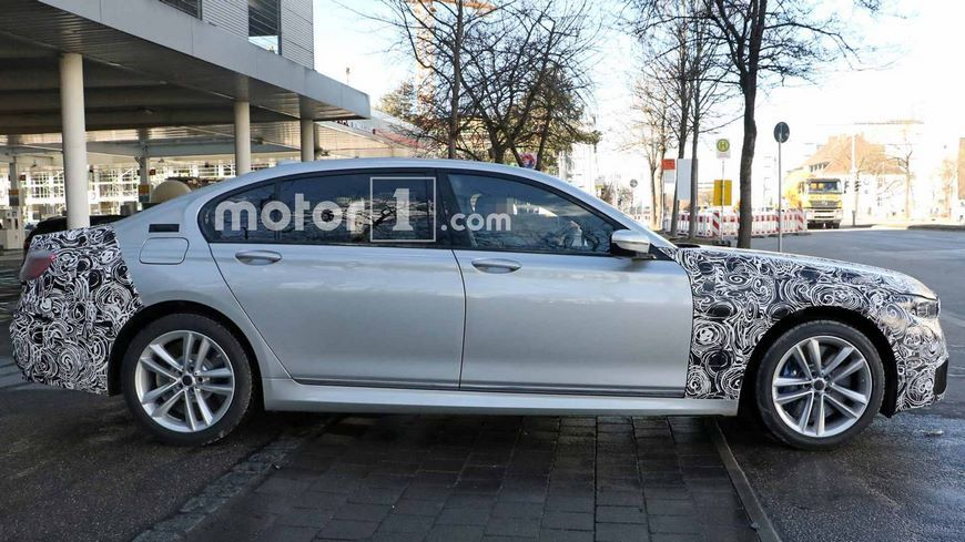 Появились новые фотографии обновленного седана BMW 7-Series