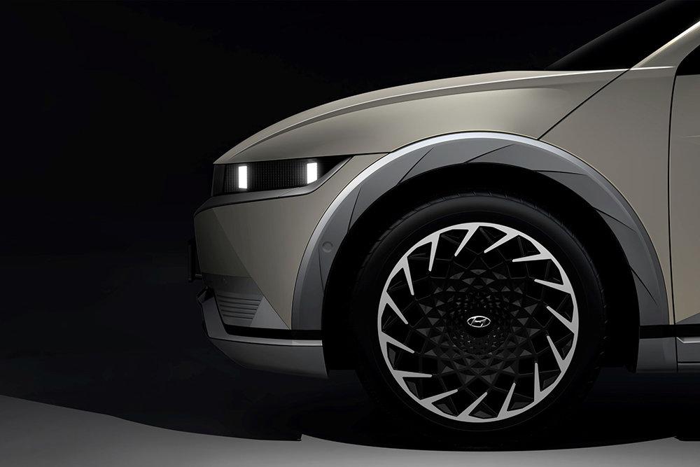 Опубликованы первые тизеры нового электрокроссовера Hyundai Ioniq 5
