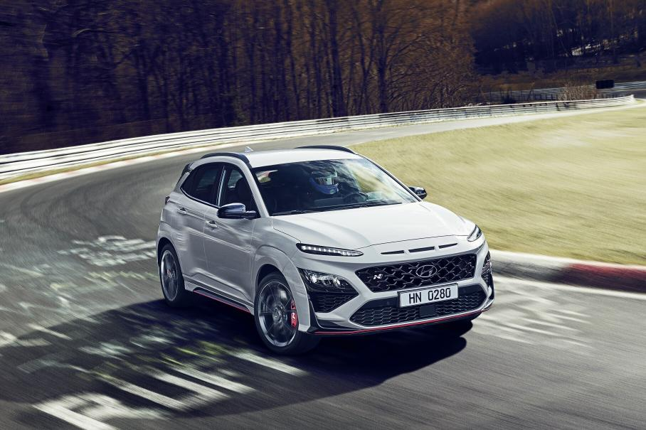 Hyundai официально представил новый кроссовер Hyundai Kona N 2022 года