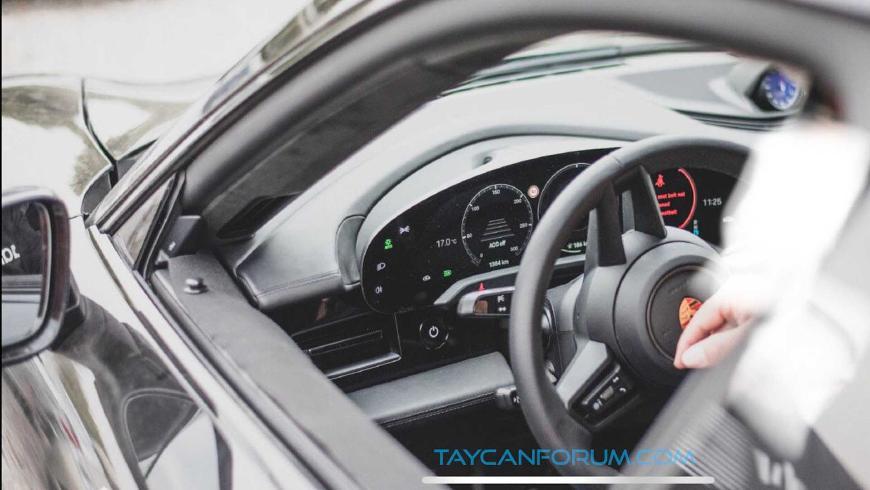 Фотошпионы рассекретили интерьер нового Porsche Taycan 2020