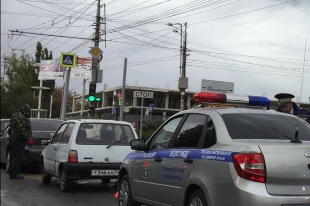 Тройное ДТП в Волгограде стало причиной пробки на проспекте Жукова