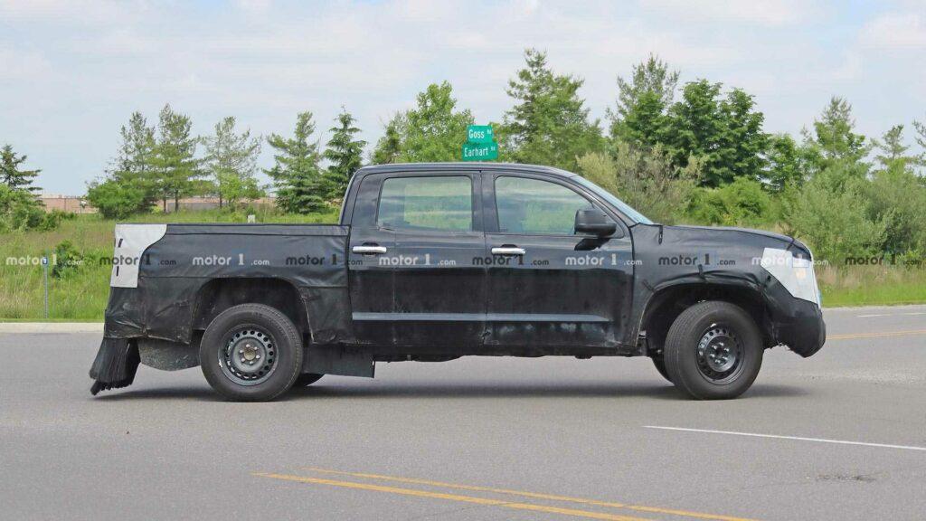 Toyota вывела на тесты гибридную модификацию пикапа Tundra