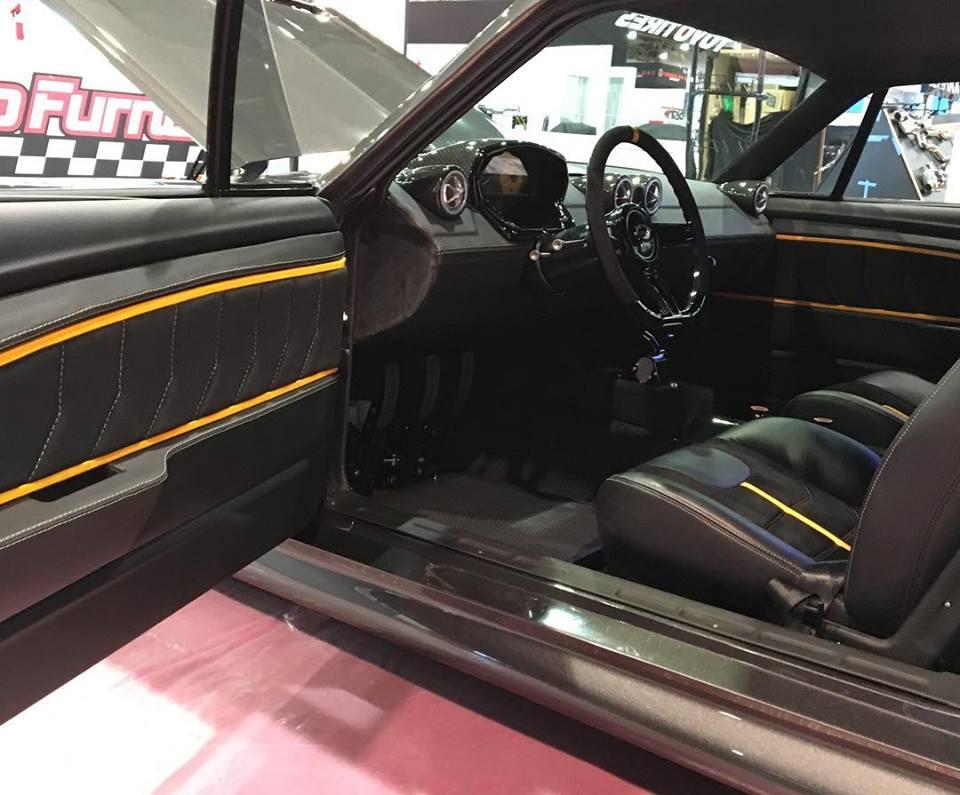 На SEMA показали классический Mustang с двигателем от Ferrari