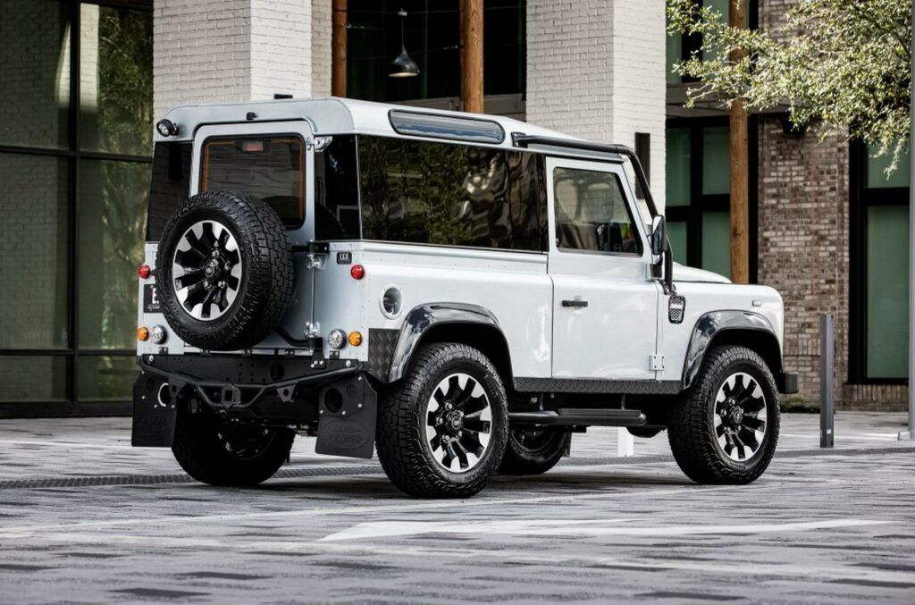 Представили Land Rover Defender в варианте Blackcomb